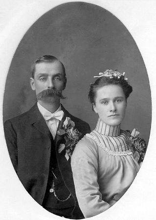 George and Amanda (Zitzloff) Roloff, 1902