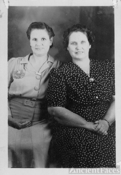 Minnie and Nora Condley AR
