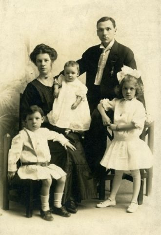 George & Sarah Burgess Family, 1913