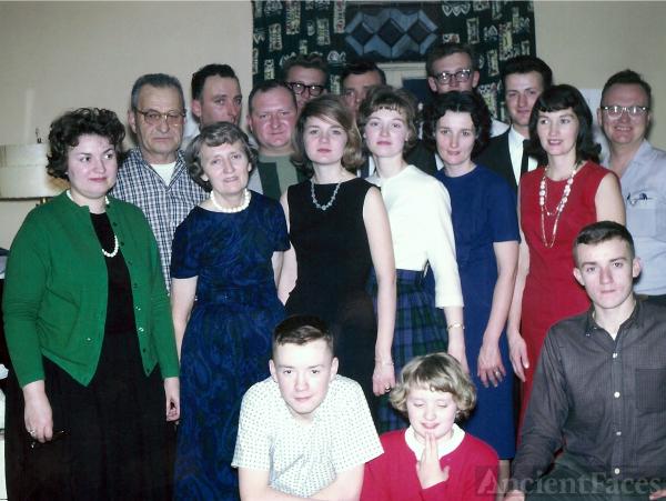 Oliver & Ruth Wolner Family, 1964 Minn