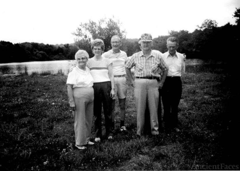 Carl E McClanahan Family