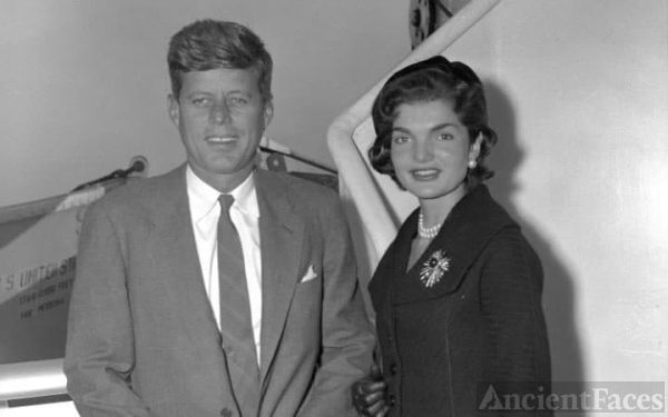 Senator Jack Kennedy and Jackie (Bouvier) Kennedy