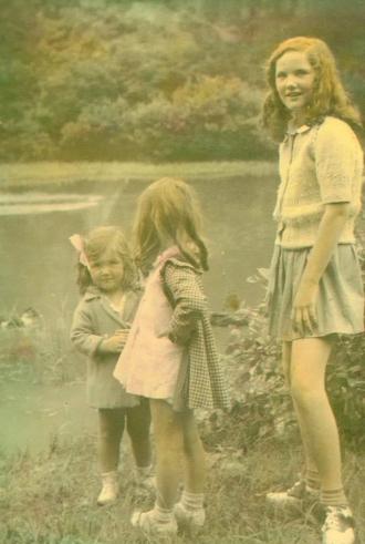 Doris, Pat and Carroll Phillips