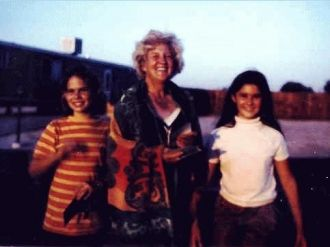 Vier & her nieces Family Photo
