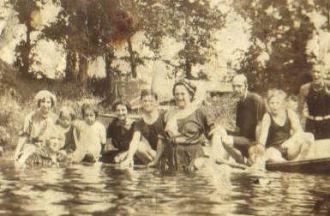 Mary A (Frake) Sapp family, 1915 PA