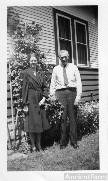 Hulda T and John E Lundgren