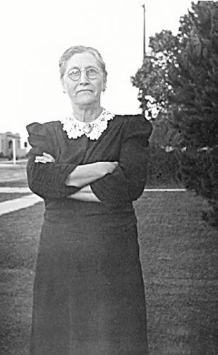 My Aunt Lou, Mrs. Ira Briggs