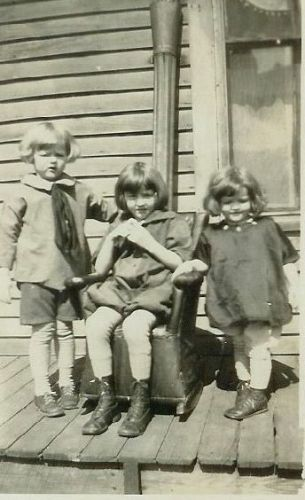 3 young girls