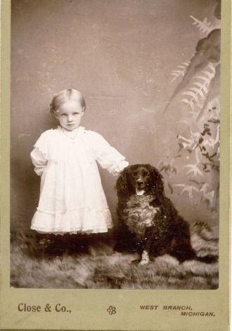 Unknown child with pet