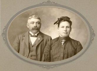 Remaklus, Adam & Gertrude Minnich wedding picture