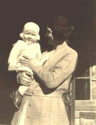 Lou Vera (Dreher) Kayser and daughter Vivian
