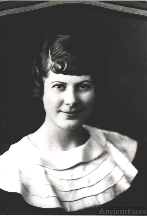 Carmen Leslie Barber