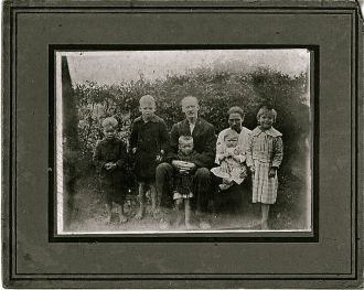 Is this photo of  Rev Abraham Chadwick with his oldest child from 1st marrage