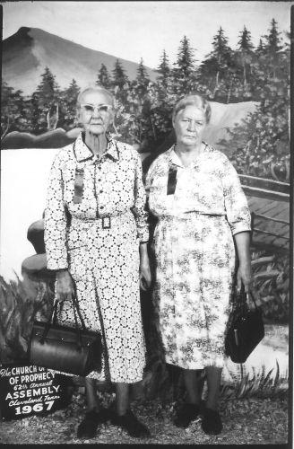 Minnie & Hessie Lively