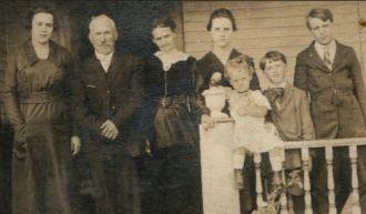 Edward & Elizabeth Rahm Family, Wisconsin 1919