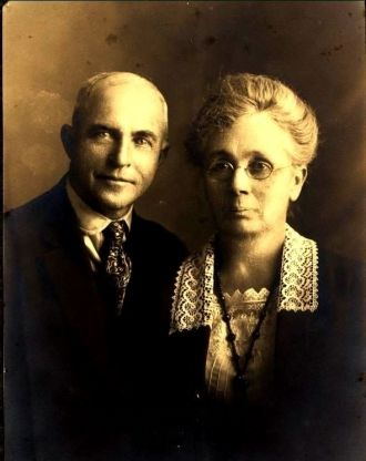 Aunt Molly and Uncle Tom Booth