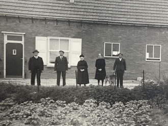 Nellie van der Velde and brothers of Fred Martens