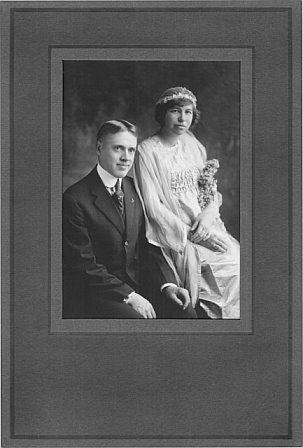 Emmett Otto Peterson weds Violet Draper Gamble