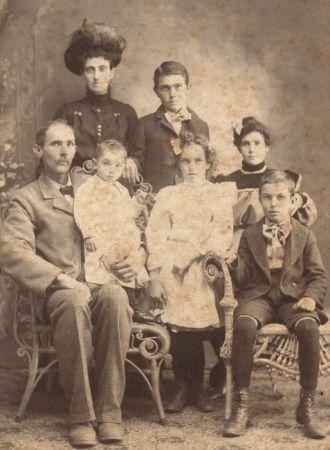 Ida Smith Thompson(?) and family