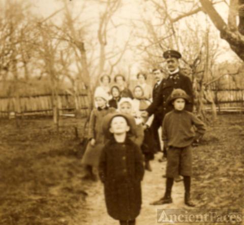 Bantle family in the garden 1913