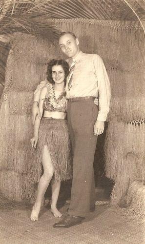 Unknown couple, Hawaii WW II