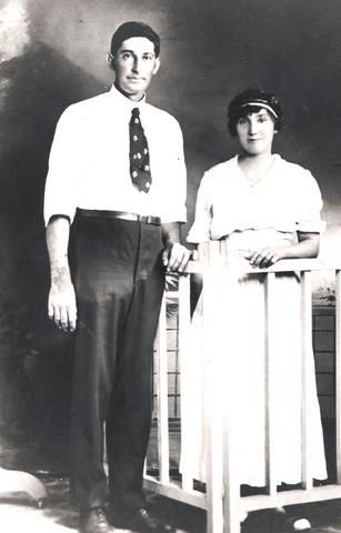 Lester and Minnie (Jones) Farr Wedding Picture