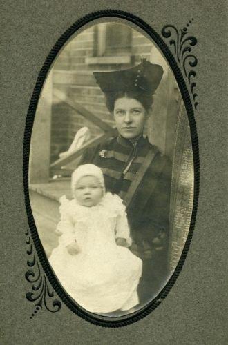 Sarah & Helen Burgess, 1905