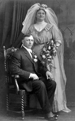 Frank and Anna (Dehen) Kemmetmueller, 1912