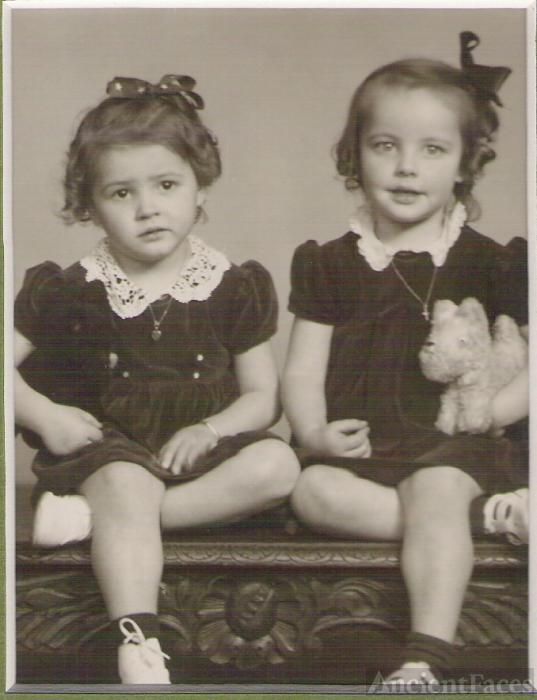 Yvette and Rachel Roy, 1943