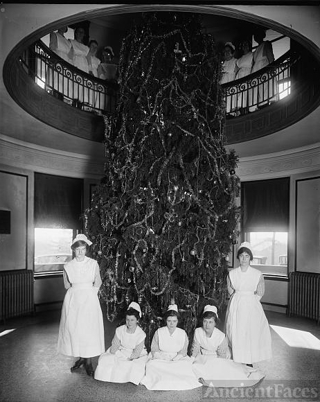 Garfield Hospital, [Washington, D.C.], Christmas tree