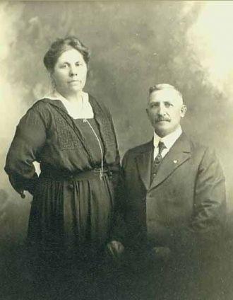 Anna and Gustave W Kurtz, 1920