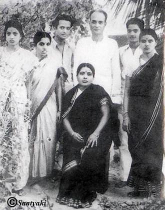 Gunturu Subrahmanya Sharma : Seshendra Sharma's Father