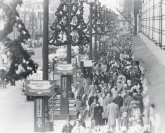 Chicago Christmas Shoppers