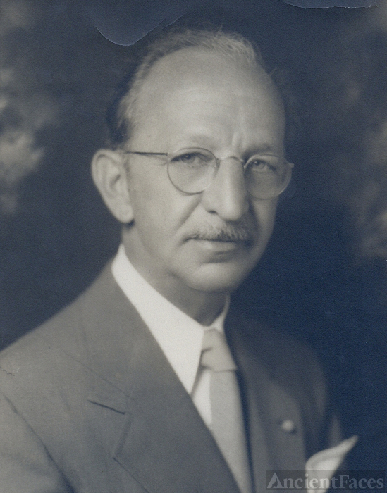 Earl S Hallinger  Sr