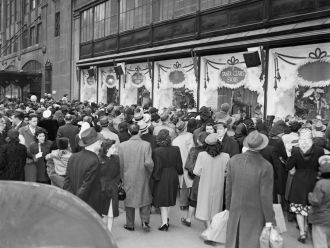 Christmas Crowd, 1947