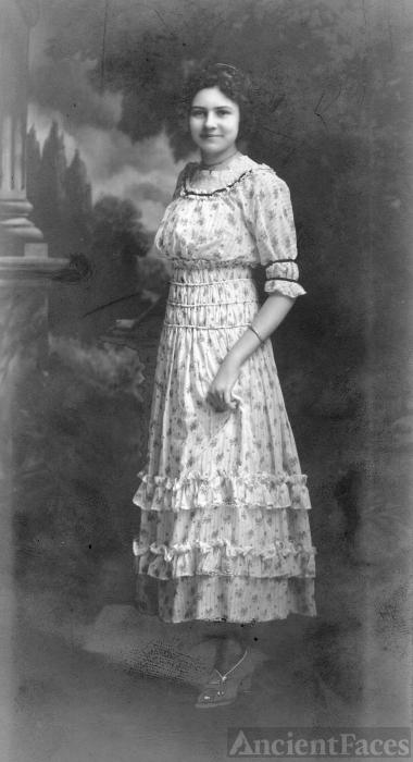 Gladys (Simmons) Van Kleeck