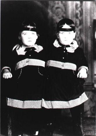 Fanny & Ruth Starr, 1920
