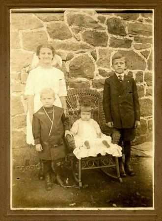 Edna, Paul, Mary, & Luther March, 1912