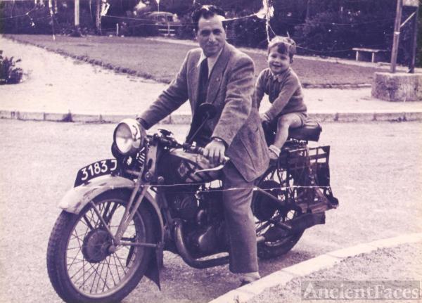 Itzchak Bergbaum, motorcycle