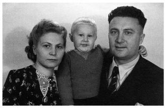 Eduards Avots family