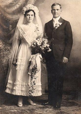 Theodore & Fanny Meta (Janssen) Roos, 1916