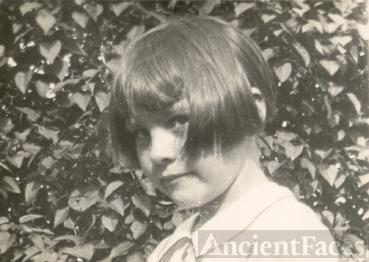 Lorraine Lucas abt 1930