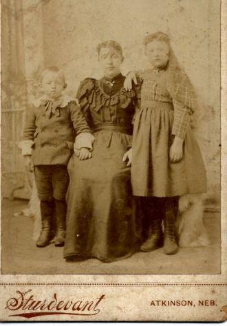 FARNER: Aggie Farner Cowles and Children