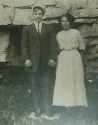 Onie & Elsie (Dunlap) Vargeson, Pennsylvania 1915