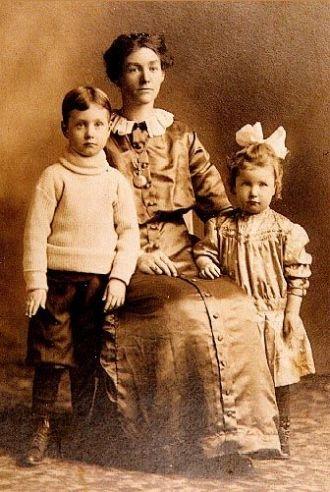 Lettie Viola (Giles) Pate  & Children