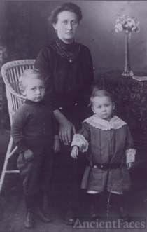 Walpurga Nikolaus & children