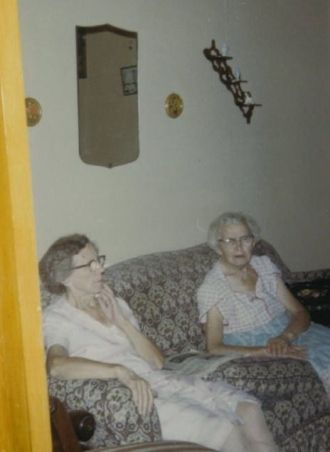 Minnie and Alvina Buelow