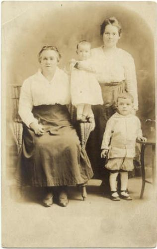 Elizabeth Bruner Gamble & daughter Elsie