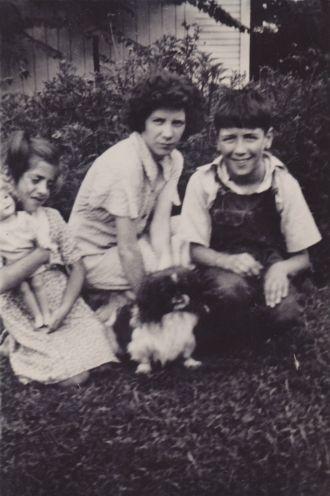 Margaret, Betty, & Edwin Ekleberry