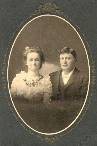 Elsa (Schwiesow) & Frank Schultz, 1901 WI